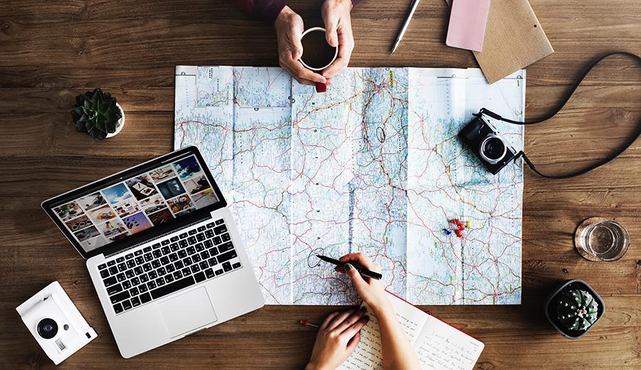 Mengumpulkan uang untuk traveling