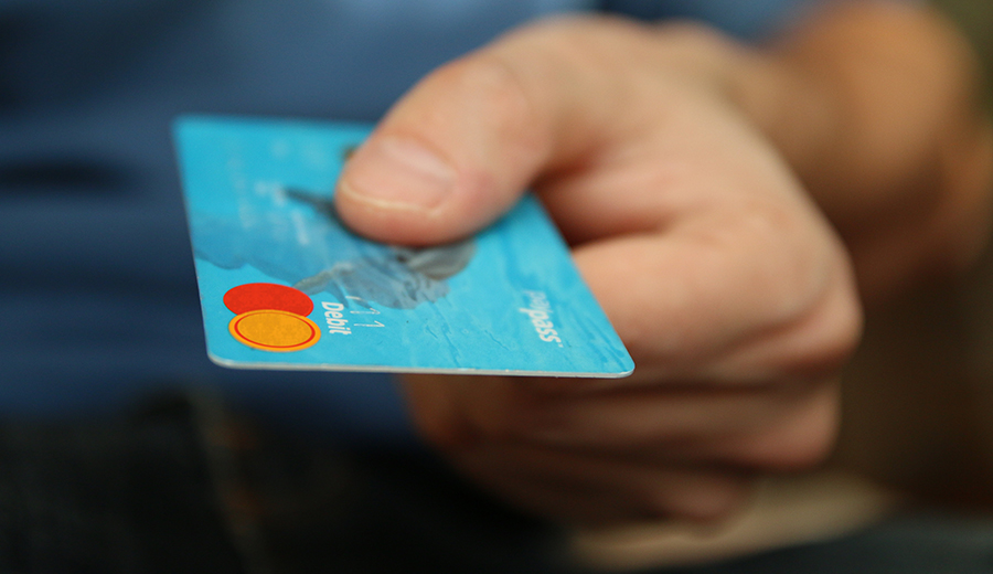 Alasan jangan tutup kartu kredit.